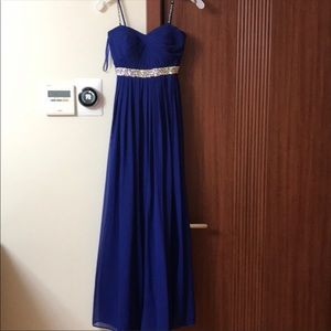 A cute long classy dress for formal Occasions